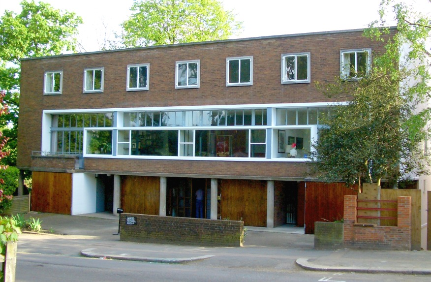 Goldfinger s house at 2 willow road london my flying for The willow house